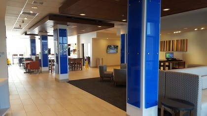 Lobby | Holiday Inn Express & Suites Toledo West