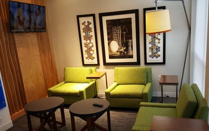 Lobby Sitting Area | Holiday Inn Express & Suites Toledo West