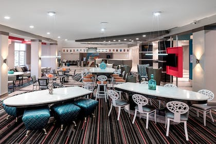 Restaurant | Holiday Inn Express & Suites Charlotte Airport