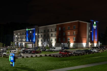 Featured Image | Holiday Inn Express & Suites Charlotte Airport