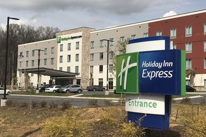Exterior | Holiday Inn Express & Suites Charlotte Airport