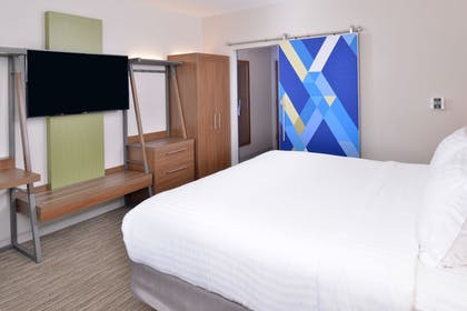 Guestroom | Holiday Inn Express & Suites Madison