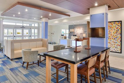 Lobby | Holiday Inn Express & Suites Madison