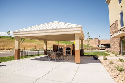 BBQ/Picnic Area | Candlewood Suites Denver North - Thornton