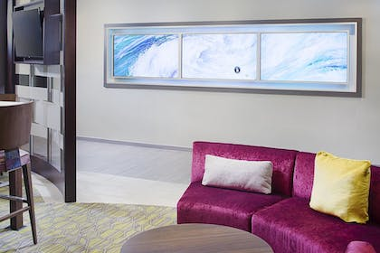 Living Area | Springhill Suites by Marriott Carle Place Garden City