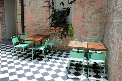 Outdoor Dining | Catahoula Hotel