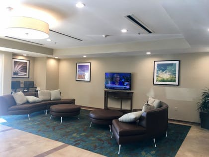 Lobby Sitting Area | Candlewood Suites Lake Charles South