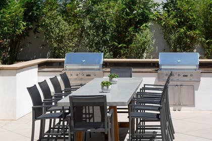 BBQ/Picnic Area | Residence Inn Los Angeles Pasadena/Old Town