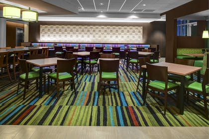 Breakfast Area | Fairfield Inn & Suites by Marriott Douglas