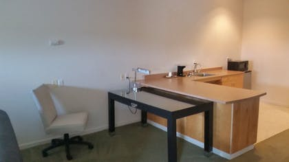 In-Room Dining | Orca Inn Suites