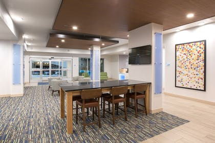 Lobby | Holiday Inn Express and Suites Lincoln I - 80