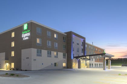 Exterior | Holiday Inn Express and Suites Lincoln I - 80