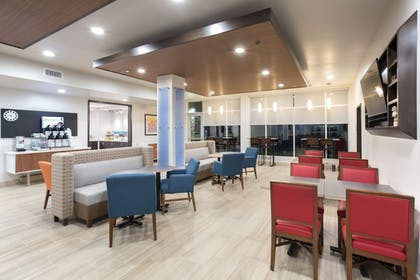 Restaurant | Holiday Inn Express and Suites Lincoln I - 80