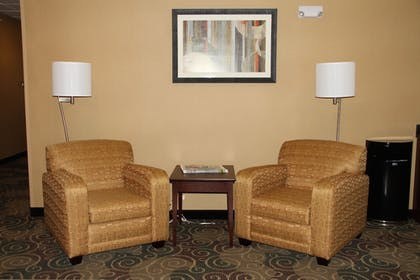 Lobby Sitting Area | Cobblestone Hotel & Suites – Devils Lake