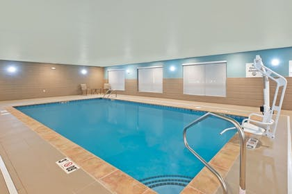 Pool | Holiday Inn Express & Suites Uniontown