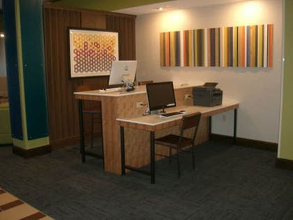Business Center | Holiday Inn Express & Suites Uniontown