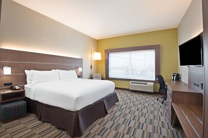Guestroom | Holiday Inn Express & Suites Uniontown