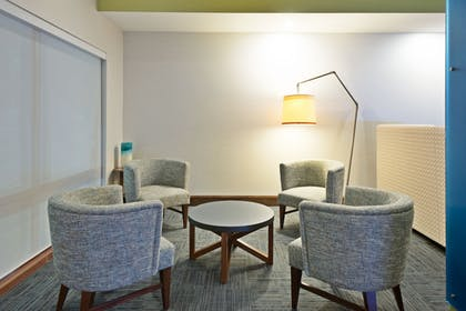 Lobby | Holiday Inn Express & Suites Uniontown