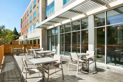 Outdoor Dining | Holiday Inn Express & Suites Salisbury