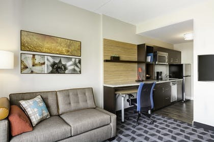 Guestroom | TownePlace Suites by Marriott Pittsburgh Harmarville