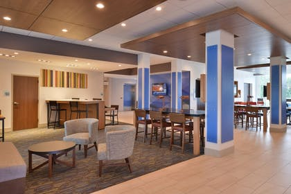 Lobby Sitting Area | Holiday Inn Express & Suites Omaha Airport