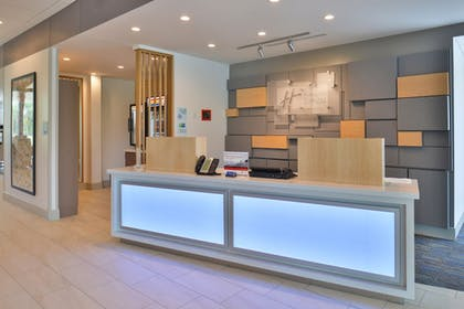 Lobby | Holiday Inn Express & Suites Omaha Airport