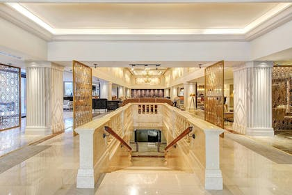 Staircase | WATERMARK Baton Rouge, Autograph Collection