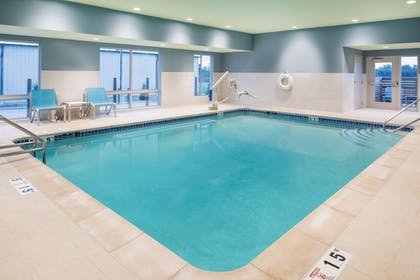 Pool | Holiday Inn Express & Suites Kingdom City