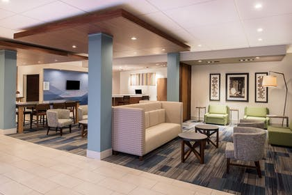 Lobby | Holiday Inn Express & Suites Kingdom City