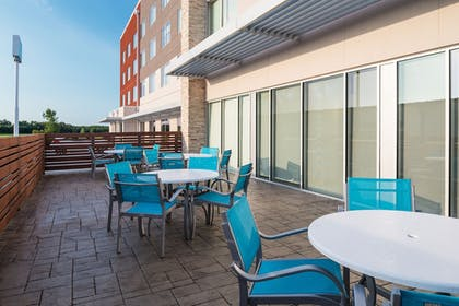 Property Grounds | Holiday Inn Express & Suites Kingdom City