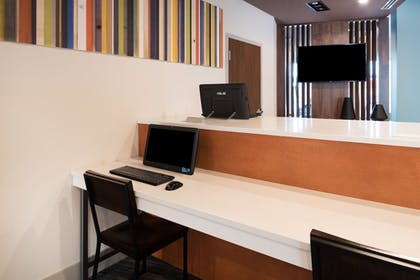Business Center | Holiday Inn Express & Suites Kingdom City