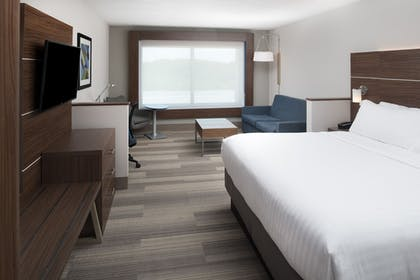 Guestroom | Holiday Inn Express & Suites Kingdom City