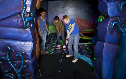 Mini-Golf | Great Wolf Lodge Anaheim, CA