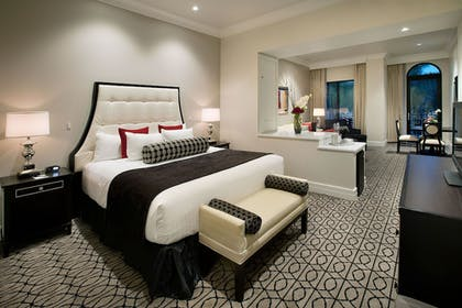 Guestroom | Club Level Suites at Inn On Fifth