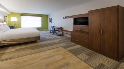| Deluxe Suite, 1 King Bed, Accessible, Bathtub | Holiday Inn Express Gatlinburg Downtown