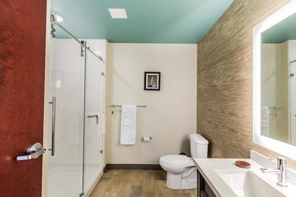 Bathroom | Marina Bay Hotel & Suites, an Ascend Hotel Collection Member