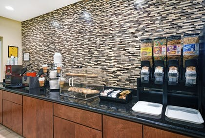 Breakfast Area | Galveston Inn & Suites Hotel