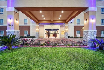 Exterior | Galveston Inn & Suites Hotel