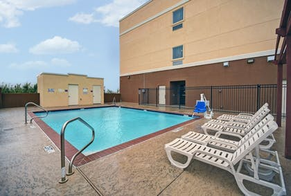 Outdoor Pool | Galveston Inn & Suites Hotel