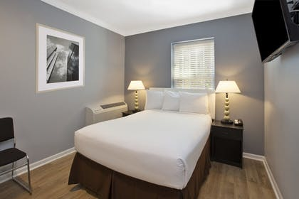 Guestroom | Hotel Chicago West Loop