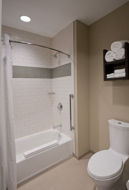 | Studio Suite, 1 Queen Bed, Non Smoking, Kitchen | Staybridge Suites Baltimore - Inner Harbor