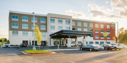 Exterior | Holiday Inn Express & Suites Russellville