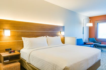 Guestroom | Holiday Inn Express & Suites Russellville