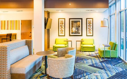 Lobby | Holiday Inn Express & Suites Russellville