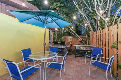 Outdoor Dining | Siesta Key Palms Resort
