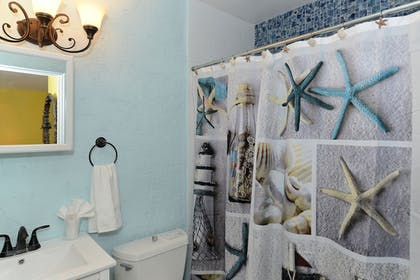 Bathroom | Siesta Key Palms Resort
