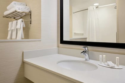 Guestroom   Fairfield Inn & Suites Lancaster East at The Outlets