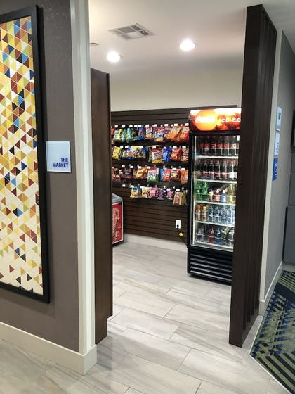 Snack Bar | Holiday Inn Express Pineville-Alexandria Area