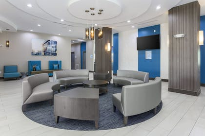 Lobby | Holiday Inn Express & Suites Houston - Hobby Airport Area