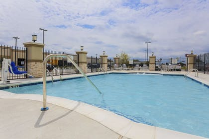 Pool | Holiday Inn Express & Suites Houston - Hobby Airport Area
